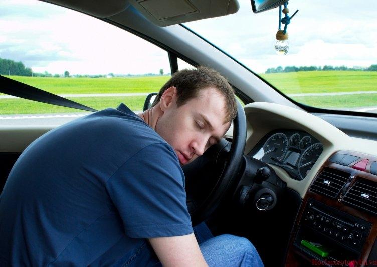 10 mẹo phòng tránh buồn ngủ khi lái xe
