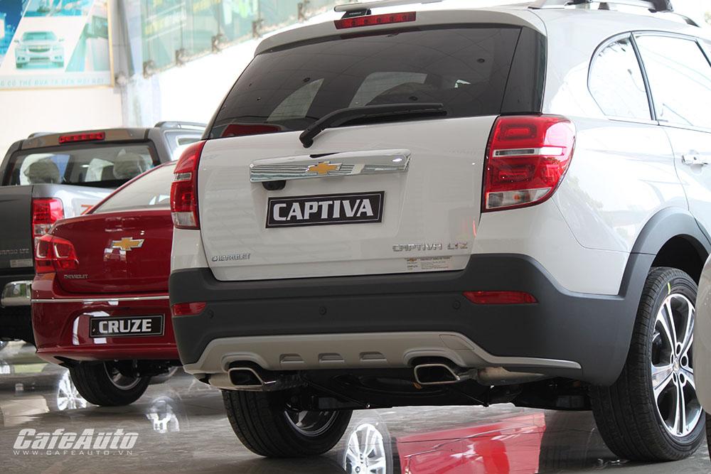 Chevrolet-Captiva-2016-duoi-xe-thiet-ke-vuong-duc