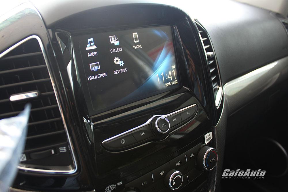 Chevrolet-Captiva-2016-voi-man-hinh-cam-ung-dai