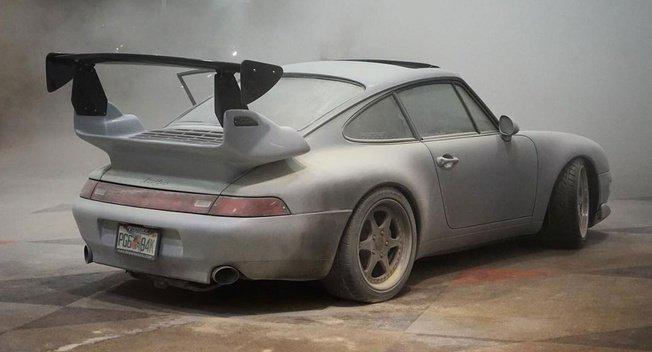 Porsche-bat-ngo-boc-chay-tai-trien-lam