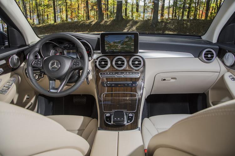 Mercedes-Benz-GLC-2016