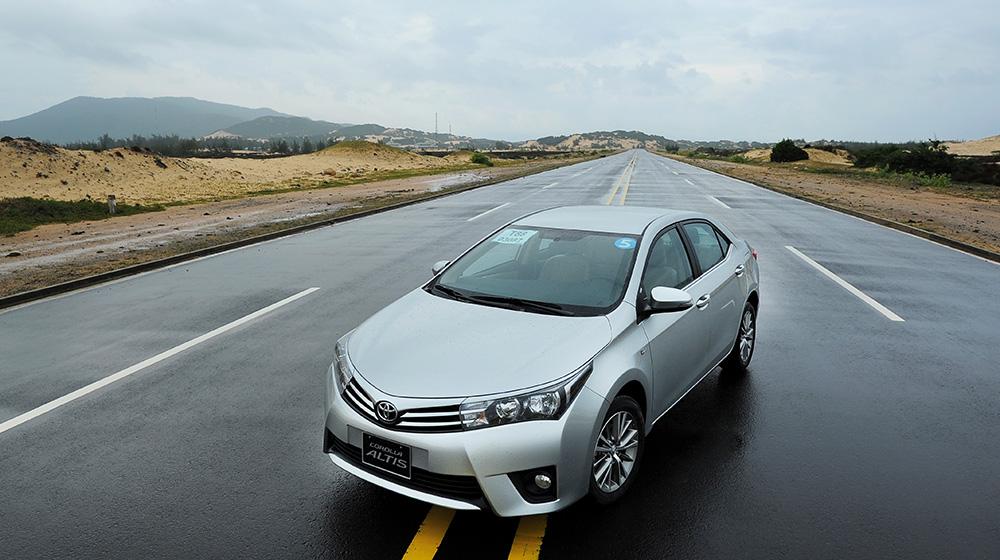 xe-Toyota-Corolla-Altis