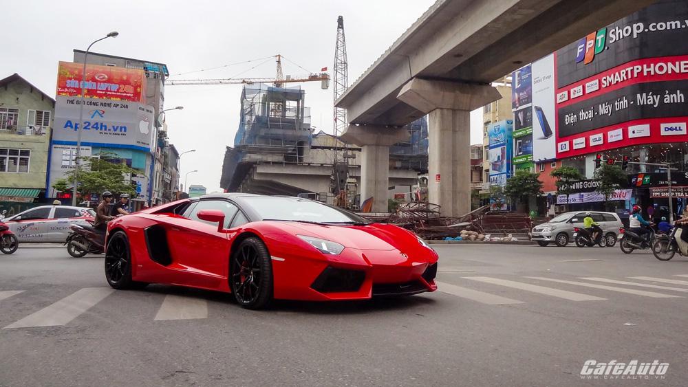 Lamborghini-Aventador=Roadster-khoe-dáng-trên-phố-Hà-Nội