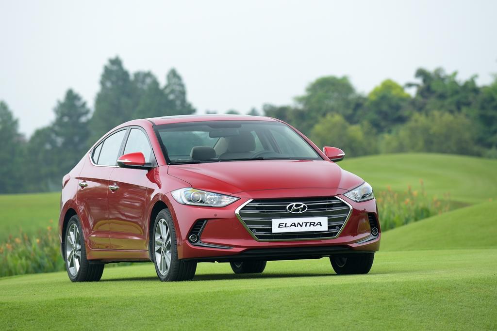 Giá-mềm- nhiều-trang-bị-Hyundai-Elantra-2016-liệu-có-làm-nên-chuyện?