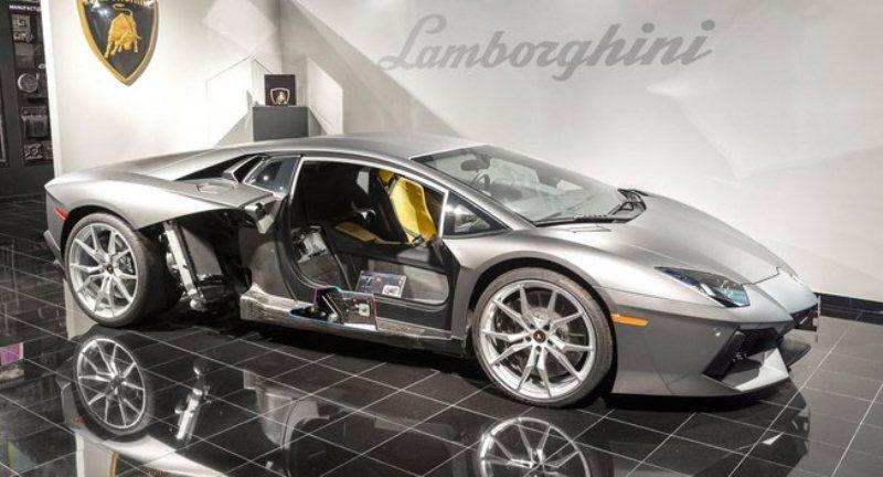 Lamborghini -mang- sợi- carbon- vào- sản- xuất- động- cơ