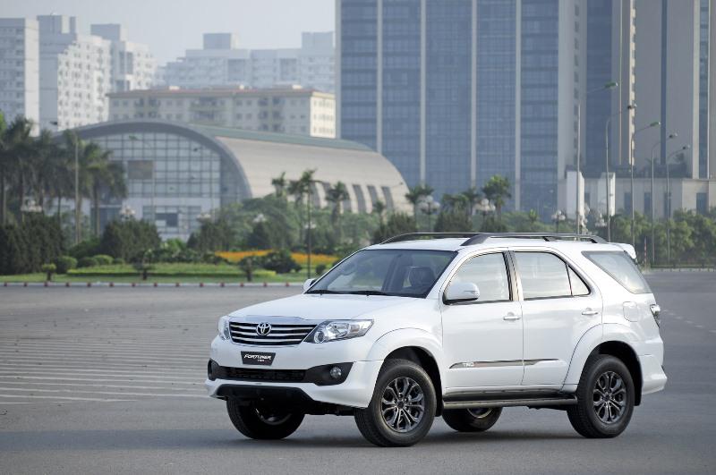 Toyota-bán-24.854-xe-tại-Việt-Nam-trong-nữa-năm-2016
