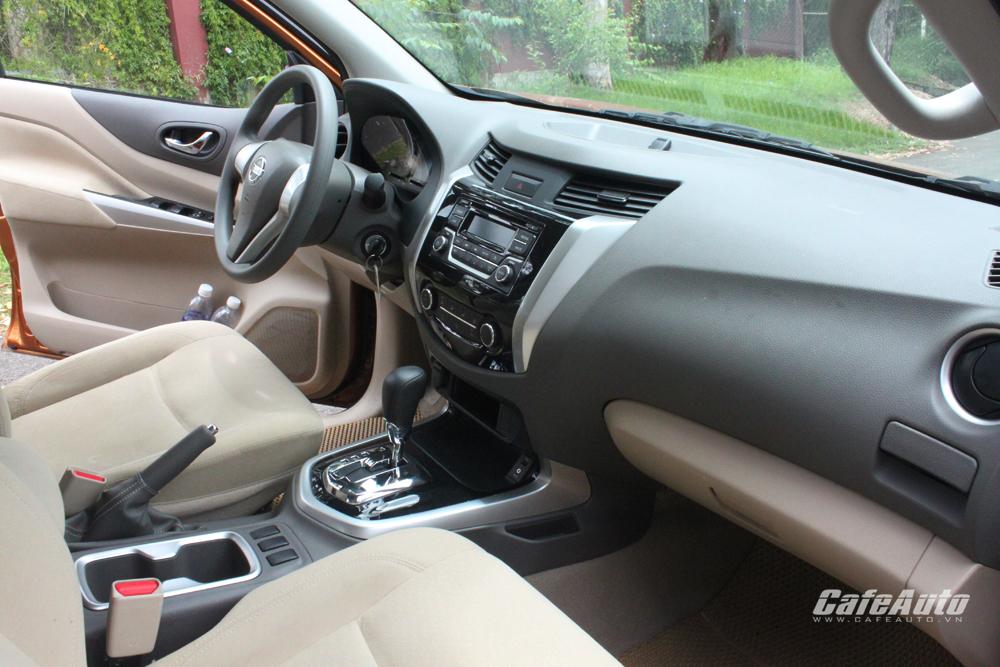 """Nissan NP300 Navara EL: Ngạc nhiên từ """"kẻ lưỡng cư"""""""