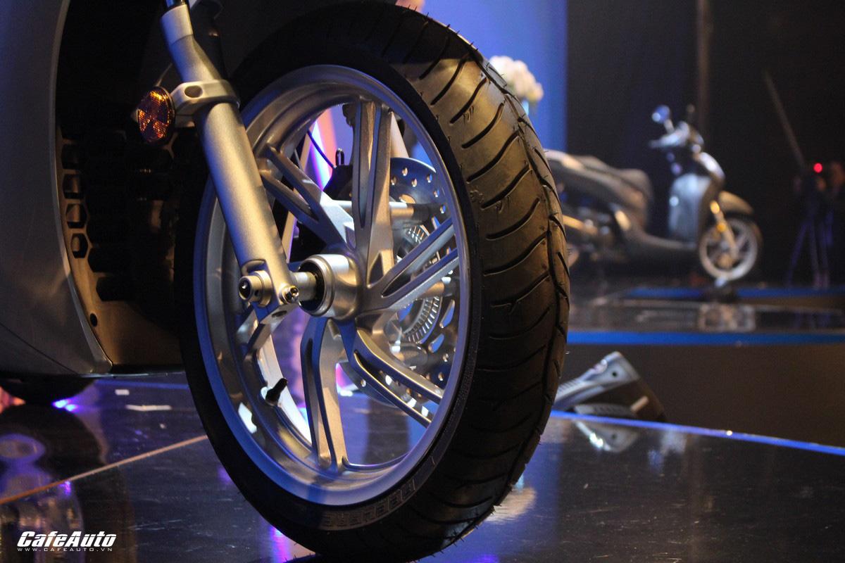 Honda SH 300i ra mắt tại Việt Nam, giá 248 triệu đồng